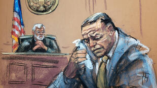 Ilustración del acusado de enviar los paquetes bomba, Cesar Sayoc, llorando ante el juez al conocer la condena.