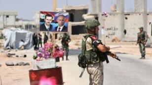 جنود سوريون وروس عند معبر أبو الضهور عند الطريق الشرقي لمحافظة إدلب 20 آب/أغسطس 2018.