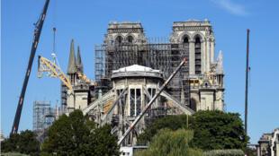 Reinician obras de refuerzo de la catedral de Notre Dame luego de tres semanas de suspensión. Foto archivo: 9 de julio de 2019