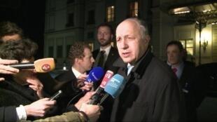 Laurent Fabius est arrivé en urgence dans la nuit du mercredi 1er avril au jeudi 2 avril 2015 à Lausanne, pour la poursuite des discussions sur le nucléaire iranien.