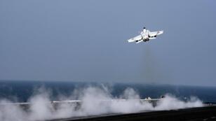Un avion américain F/A-18E Super Hornet.