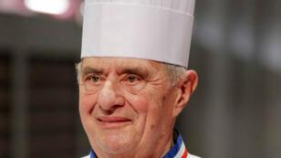 El chef francés Paul Bocuse durante la ceremonia de desafío de cocina 2011 Bocuse d'Or en Chassieu, cerca de Lyon, Francia, el 26 de enero de 2011 (Imagen de archivo).