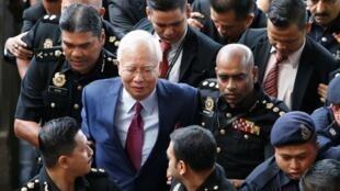 El ex primer ministro de Malasia, Najib Razak, en su primera comparecencia ante el tribunal por el escándalo del 1MDB en junio de 2018.