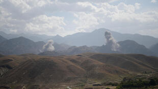 Photo prise le 7 juillet 2018 lors d'une attaque aérienne contre une position de l'EI dans la province afghane de Nangarhar.