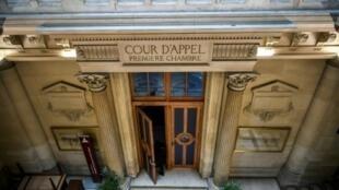 مدخل الغرفة الأولى في محكمة الاستئناف في باريس كما بدا في 11 نيسان/أبريل 2018