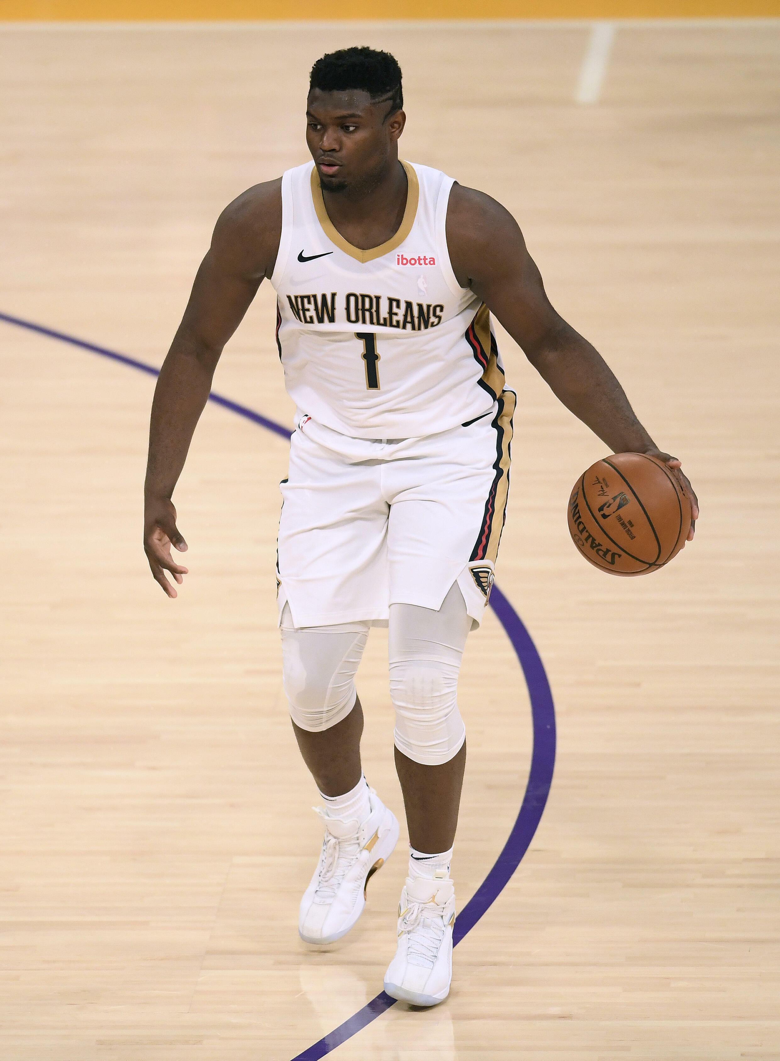 Emiliana Ramos é fã da estrela do New Orleans Pelicans, Zion Williamson, e está usando sua camisa número 1