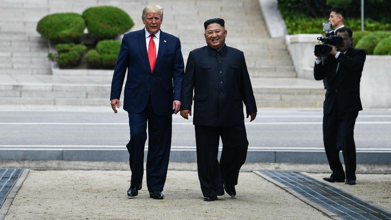 Le président américain, Donald Trump, a rencontré pour la troisième fois le dirigeant nord-coréen, Kim Jong-un, le 30juin2019, dans la zone démilitarisée entre les deux Corées.