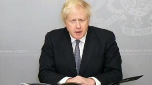 Capture vidéo du Premier ministre britannique Boris Johnson, à l'isolement après avoir été en contact avec un malade du Covid-19, s'adressant au Parlement, le 23 novembre 2020 à Londres