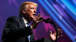 El presidente de EE. UU., Donald Trump, pronuncia un discurso ante la Convención de la Asociación Nacional del Rifle (NRA) en Dallas, Texas, EE. UU., El 4 de mayo de 2018.