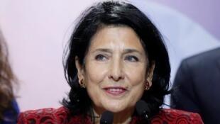 سفيرة فرنسا السابقة في جورجيا سالومي زورابيشفيلي بعد إعلان النتائج. 28 تشرين الثاني/نوفمبر 2018.