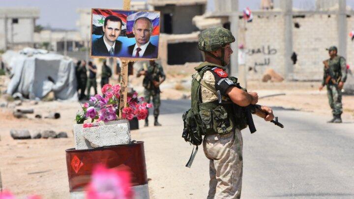 نقطة عبور إلى مدينة إدلب تحت سيطرة قوات سورية وروسية