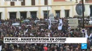 Malgré le temps maussade, plusieurs milliers de personnes étaient au rendez-vous samedi 3 février à Ajaccio.