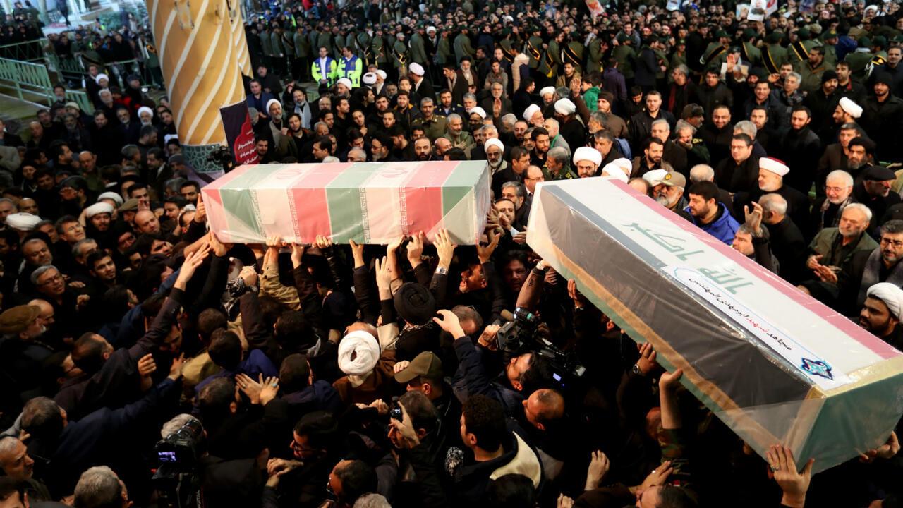 Les cercueils du général Qassem Soleimani et du commandant de la milice irakienne Abou Mahdi al-Muhandis, le 6 janvier 2020à Téhéran.