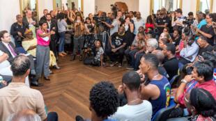 Ericka Bareigts et Mathias Fekl ont participé le 30 mars à une réunion avec les représentants des grévistes guyanais, à Cayenne.