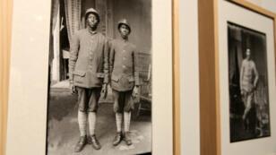 Une photographie des frères Manaki montrant deux soldats de l'armée française en 1916 à Bitola (actuelle Macédoine).