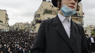 Thousands of ultra-Orthodox Jews attend a funeral procession for prominent rabbi Meshulam Dovid Soloveitchik in Jerusalem on January 31, 2021 flouting bans on large public gathering