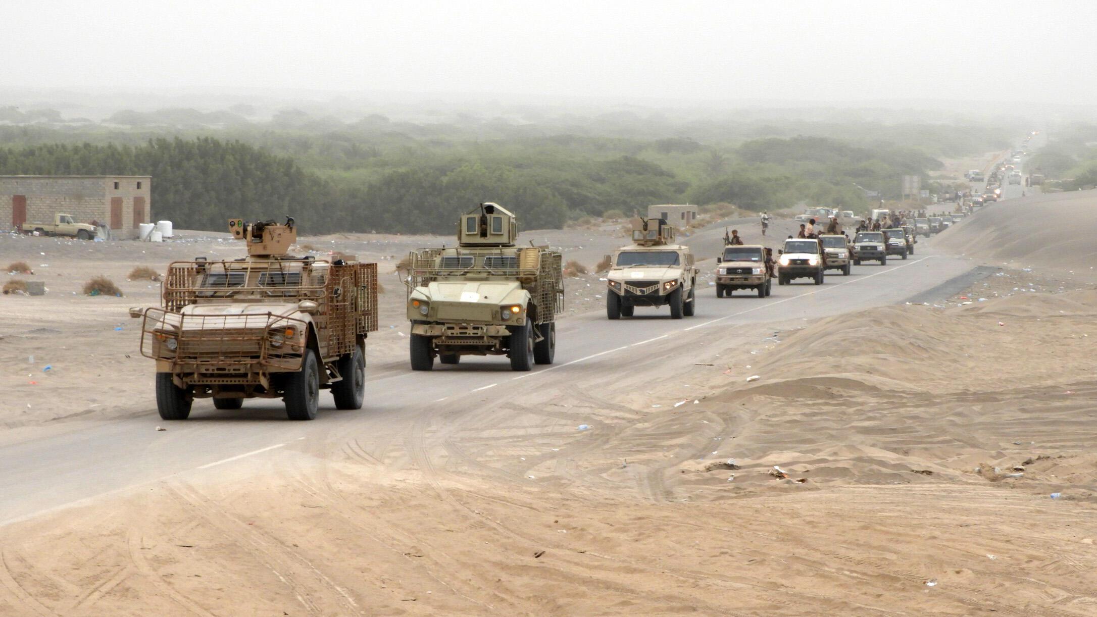 Une colonne des forces pro-gouvernementales se dirigeant vers Hodeida, dans l'ouest du Yémen, le 13 juin 2018.