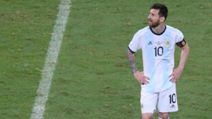 Lionel Messi tras el partido Argentina - Colombia de la Copa América Brasil 2019 en el estadio Arena Fonte Nova de Salvador de Bahía en Brasil, el 15 de junio de 2019