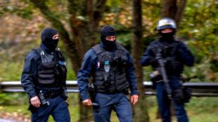 """عناصر من الشرطة الفرنسية في محيط """"مركز الزهراء"""" الشيعي 2 تشرين الأول/أكتوبر 2018"""