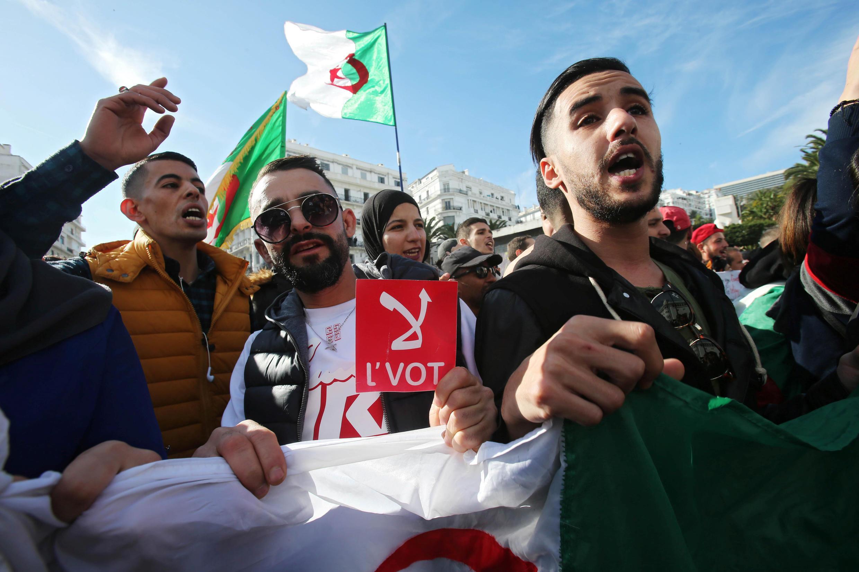 2019-12-11T153350Z_161219672_RC23TD9QS2CA_RTRMADP_3_ALGERIA-PROTESTS