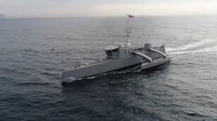 """le """"Sea Hunter"""", un navire autonome conçu par la Darpa et l'ONR pour la Marine américaine."""