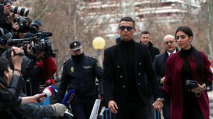 Cristiano Ronaldo llega con su novia Georgina Rodríguez para comparecer en el juicio por fraude fiscal en Madrid, España, el 22 de enero de 2019.