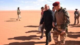 Le ministre français de la Défense, Jean-Yves Le Drian, a effectué jeudi une visite surprise dans l'extrême nord du Niger.