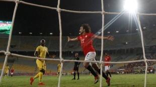 عمرو وردة يحتفل بتسجيل هدف في مباراة ودية بين مصر وغينيا 16 يوينو/حزيران 2019.