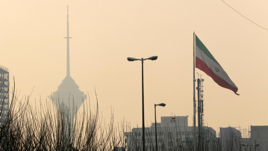 Le drapeau iranien à Téhéran.