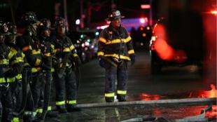 160 bomberos acudieron al lugar del incendio en el barrio del Bronx