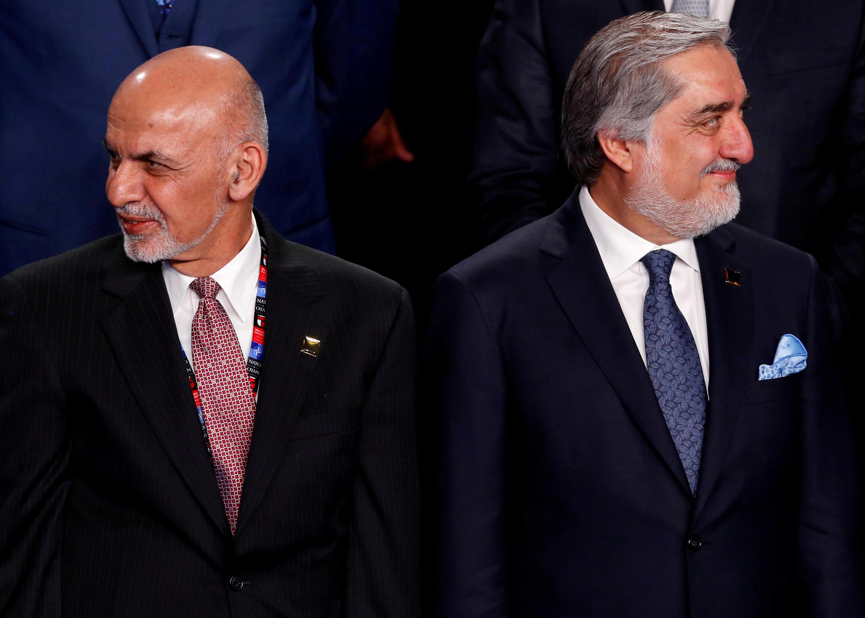 El liderazgo de Afganistán es disputado por Ashraf Ghani (izquierda) y Abdullah Abdullah (derecha) lado a lado en una Cumbre de la OTAN en Varsovia, Polonia, el 8 de julio de 2016.