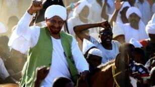 زعيم حزب الأمة السوداني المعارض الصادق المهدي وسط أنصاره في أم درمان - 26 يناير/كانون الثاني 2017