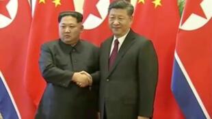 """""""Nuestra posición constante es estar comprometidos con la desnuclearización de la península"""", afirmó Kim durante sus reuniones con el presidente chino, Xi Jinping, informó la agencia oficial china Xinhua."""