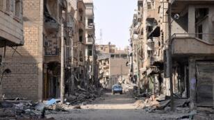 La ville syrienne de Deir Ezzor a été laissée dévastée par les combats.
