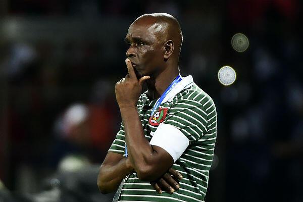 Baciro Candé réagit aux actions de son équipe lors du match opposant la Guinée-Bissau au Burkina Faso lors de la CAN-2017 au Gabon.