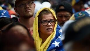 La ayuda humanitaria se ha convertido en el centro de la polémica entre simpatizantes de Nicolás Maduro y opositores.