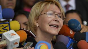 المدعية العامة في فنزويلا لويزا اورتيغا تتحدث مع للصحفيين