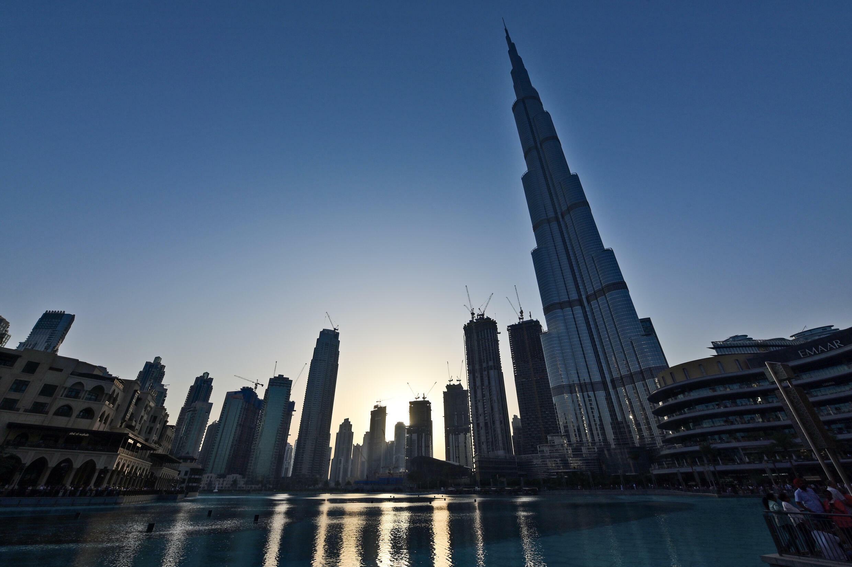 برج خليفة أطول برج في العالم في وسط دبي