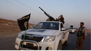 """عناصر من تنظيم """"الدولة الإسلامية"""""""