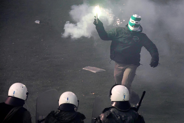 Des hooligans ont affronté les forces de l'ordre lors du match qui a opposé l'Olympiakos au Panathinaikos.