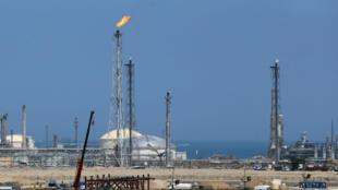 La raffinerie de Shuiaba, au Koweït, le 16 avril 2016.