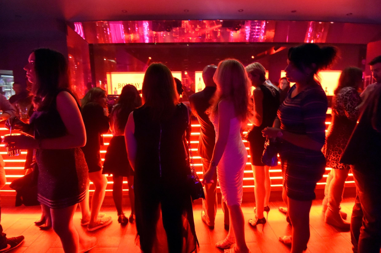 Les concerts avec du public debout seront à nouveau autorisés en France à partir du 30 juin et les discothèques rouvriront à compter du 9 juillet, a annoncé le gouvernement
