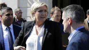 Le FN a-t-il mis en place un système pour que le Parlement européen prenne en charge, via des contrats d'assistants parlementaires, des salaires de cadres ou d'employés du mouvement en France ?
