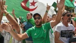 متظاهرون جزائريون في العاصمة في التاسع من أغسطس/آب 2019