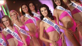 Les candidates à l'élection de Miss France 2006.