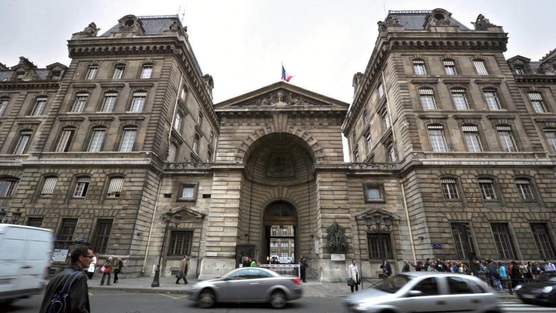 Attaque de la préfecture de police de Paris : cinq interpellations dans l'entourage du tueur