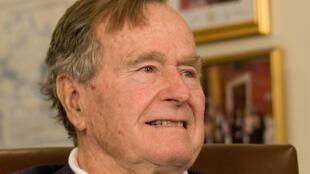 George Bush photographié le 29 mars 2012.