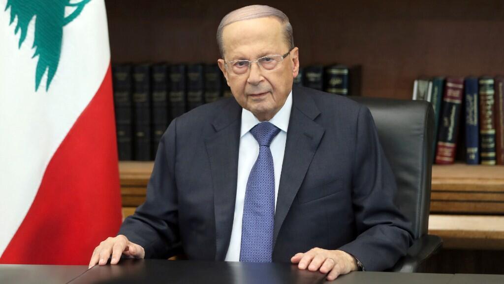 El presidente de Líbano, Michel Aoun, aparece en la foto mientras se dirige a la nación en el palacio Baabda, Líbano, 24 de octubre de 2019.