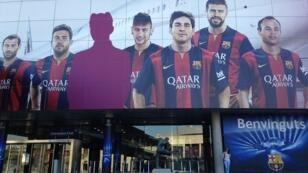 """المدخل الرئيسي لملعب نادي برشلونة، """"كامب ناو"""""""