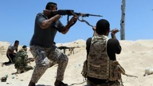 """معارك بين عناصر """"الجيش الوطني الليبي"""" ومقاتلي تنظيم """"الدولة الإسلامية"""" في سرت،  يونيو 2016"""